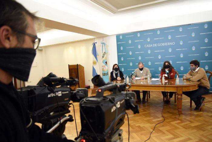 Restringen las reuniones familiares y el transporte público  en Mendoza