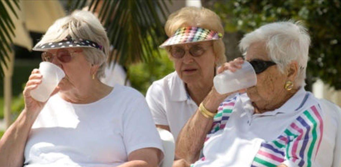 Verano saludable para los mayores: cómo prevenir el golpe de calor