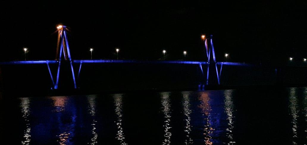 El Puente Belgrano de violeta para concientizar sobre el buen trato a las personas mayores